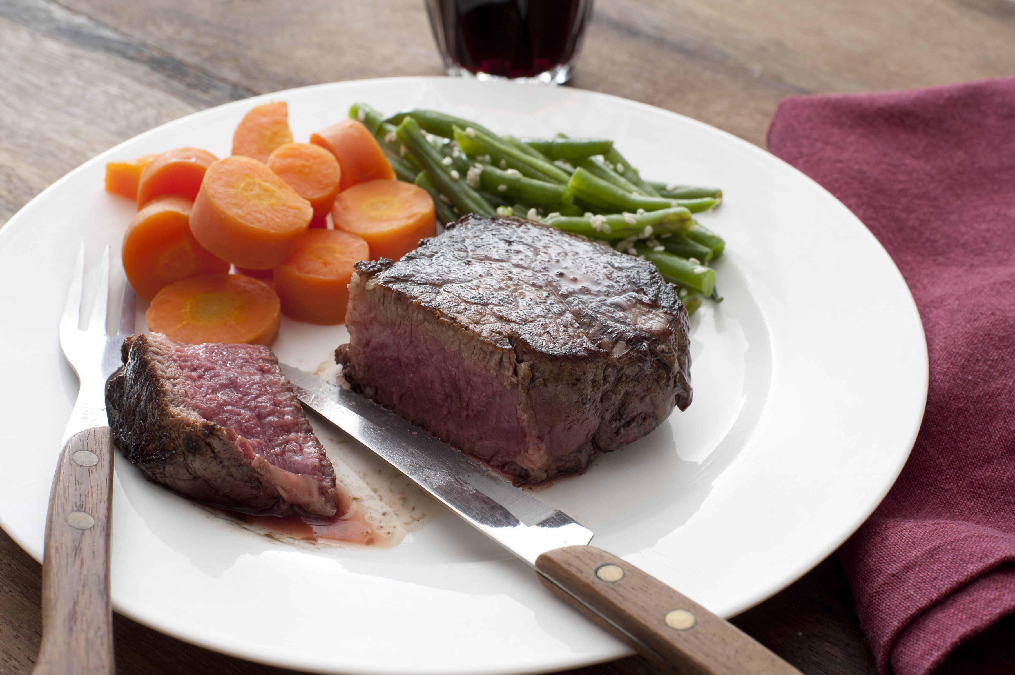 Delicious medallion of thick juicy fillet steak - Free ...